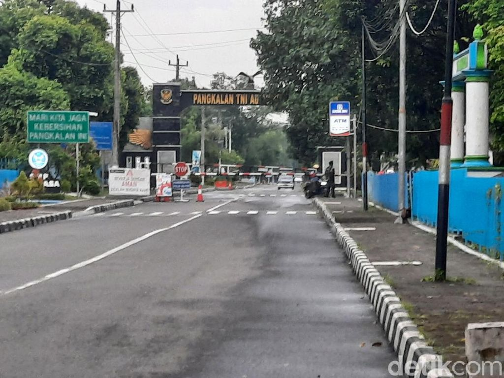 Pesawat Latih TNI AU Jatuh di Yogya, Sempat Kenai Atap Gedung SMK