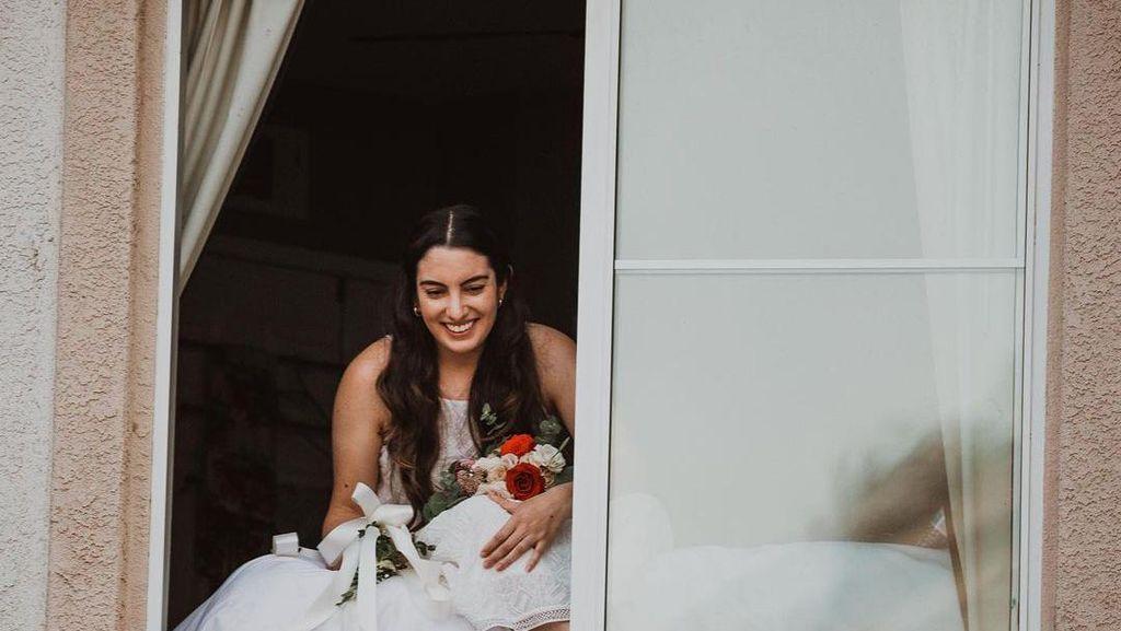 Foto: Momen Pengantin Wanita Positif Corona, Ucap Janji Nikah dari Jendela
