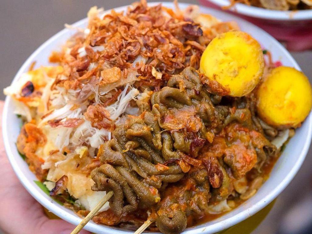 Makanan Lezat dari Warung Tenda hingga Kawasan Kuliner Pecinan