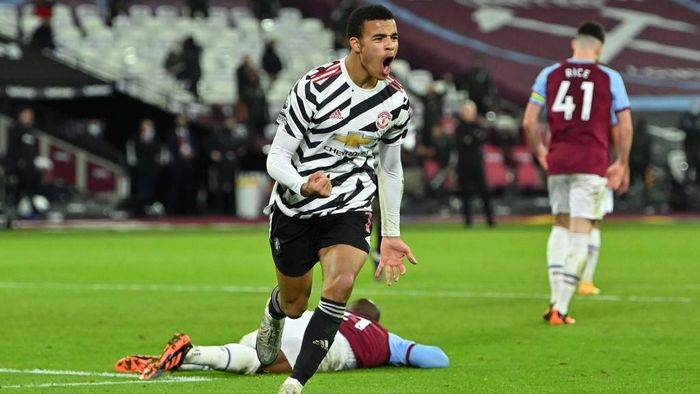 LONDON, ENGLAND - DECEMBER 05: Mason Greenwood of Manchester United celebrates scoring the 2nd Manchester United goal during the Premier League match between West Ham United and Manchester United at London Stadium on December 05, 2020 in London, England. A limited number of fans are welcomed back to stadiums to watch elite football across England. This was following easing of restrictions on spectators in tiers one and two areas only. (Photo by Justin Setterfield/Getty Images)