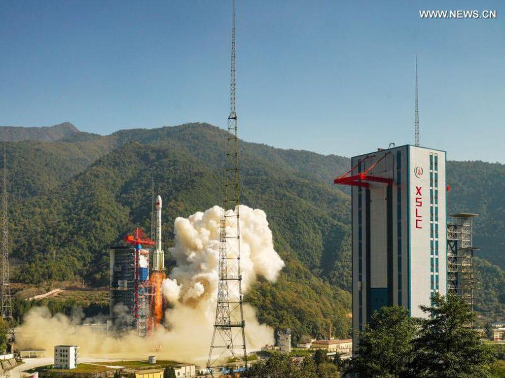 China Sukses Luncurkan Satelit Baru untuk Pantau Bumi