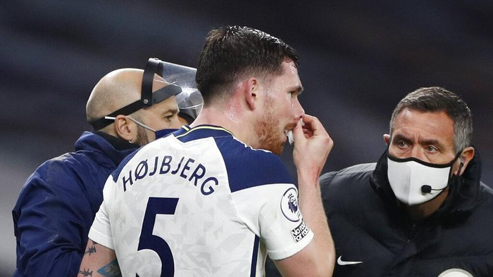 Tottenhams Pierre-Emile Hojbjerg goes off the pitch with a bleeding nose during the English Premier League soccer match between Tottenham Hotspur and Arsenal at Tottenham Hotspur Stadium in London, England, Sunday, Dec. 6, 2020. (Paul Childs/Pool via AP)