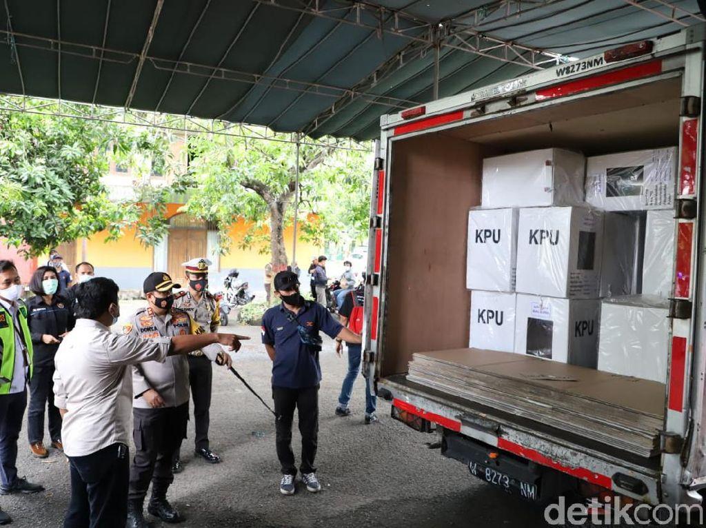 Logistik Pilbup Mojokerto Disebar ke 18 Kecamatan dengan Pengawalan Ketat