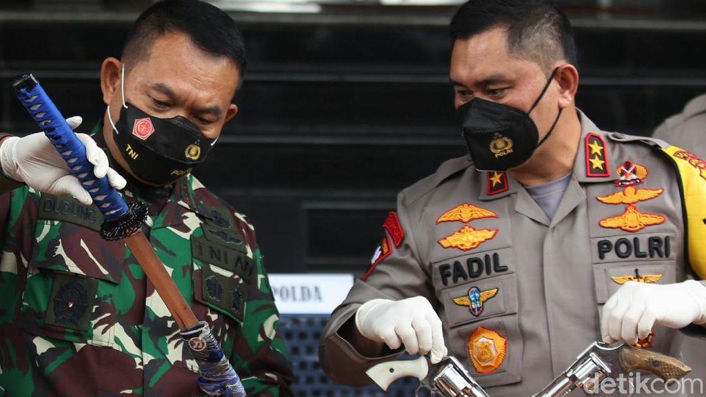 Ini Dia Senjata Api Pendukung HRS yang Serang Polisi