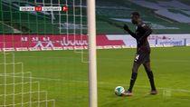 Video: Pemain Ini Dikartu Kuning Usai Cetak Gol Sambil Jalan Kaki