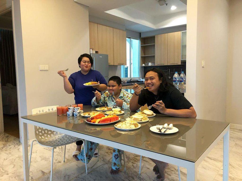 Sinyorita Positif Covid-19, Lihat Momen Kulinernya Bareng Keluarga