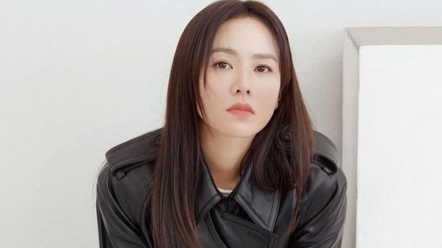 salah satu rahasia cantik Son Ye Jin yaitu pakai face mask setiap hari