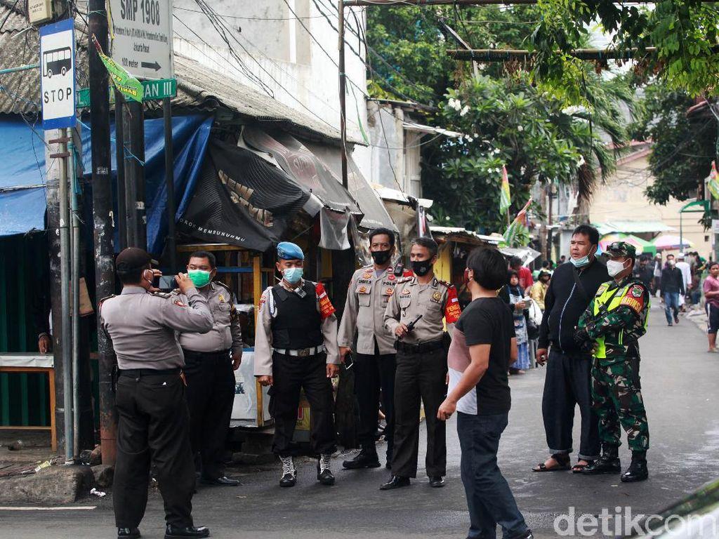 Jelang Pemeriksaan Habib Rizieq, Polisi Jaga Petamburan
