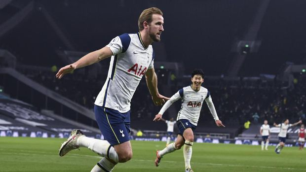 Tottenham's Harry Kane, left, celebrates scoring his side's second goal during the English Premier League soccer match between Tottenham Hotspur and Arsenal at Tottenham Hotspur Stadium in London, England, Sunday, Dec. 6, 2020. Right is Tottenham's Son Heung-min who scored his side's first goal. (Glyn Kirk/Pool via AP)