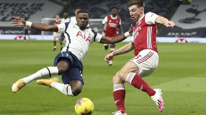 Tottenham Hotspur berhasil mengalahkan Arsenal di derby London utara. Hasil ini mengantarkan Tottenham ke puncak klasemen sementara dengan 24 poin.