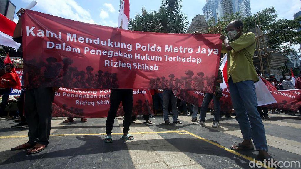Aksi Tangkap Habib Rizieq Bergema di Depan Polda Metro Jaya