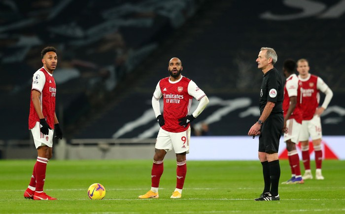 LONDON, ENGLAND - DECEMBER 06: Alexandre Lacazette and team mate Pierre-Emerick Aubameyang of Arsenal look dejected after conceding their sides second goal scored by Harry Kane (Not pictured) of Tottenham Hotspur during the Premier League match between Tottenham Hotspur and Arsenal at Tottenham Hotspur Stadium on December 06, 2020 in London, England. A limited number of fans (2000) are welcomed back to stadiums to watch elite football across England. This was following easing of restrictions on spectators in tiers one and two areas only. (Photo by Catherine Ivill/Getty Images)