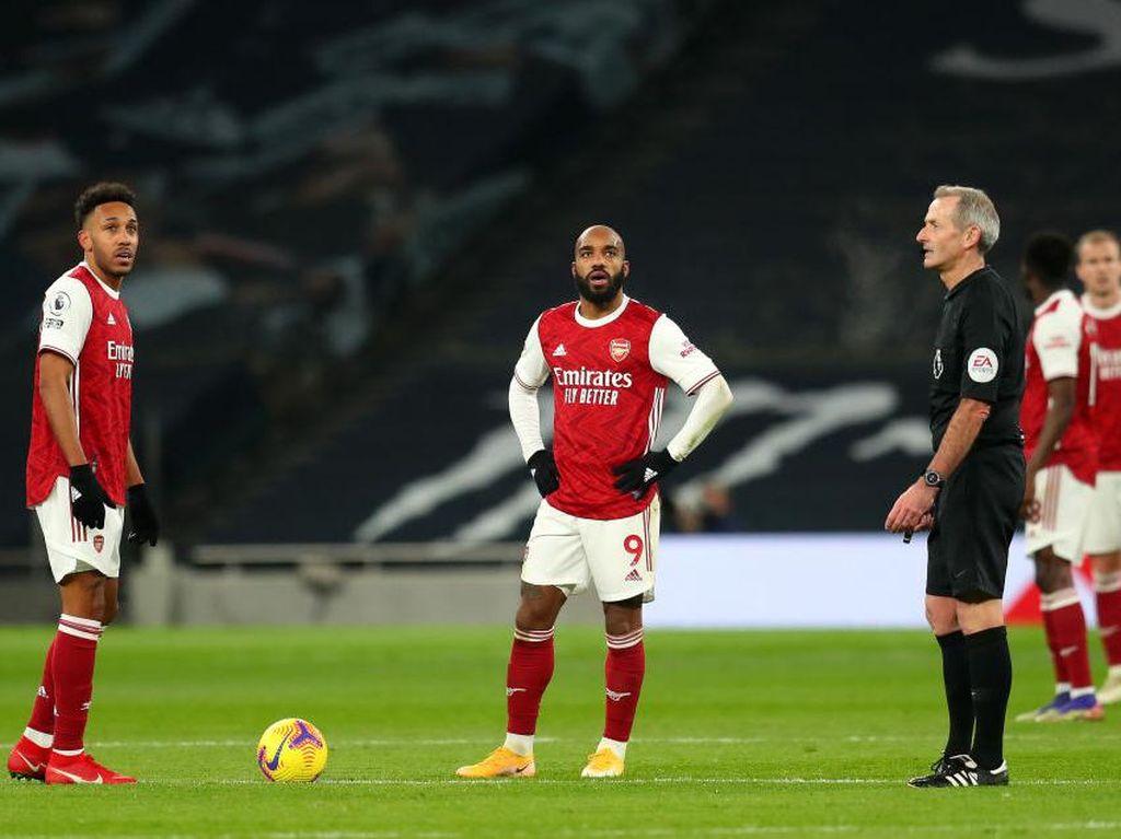 Entah Apa yang Sedang Merasuki Arsenal