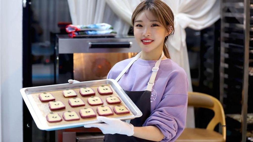Hobi Baking, Chungha Jago Buat Kue hingga Cupcake