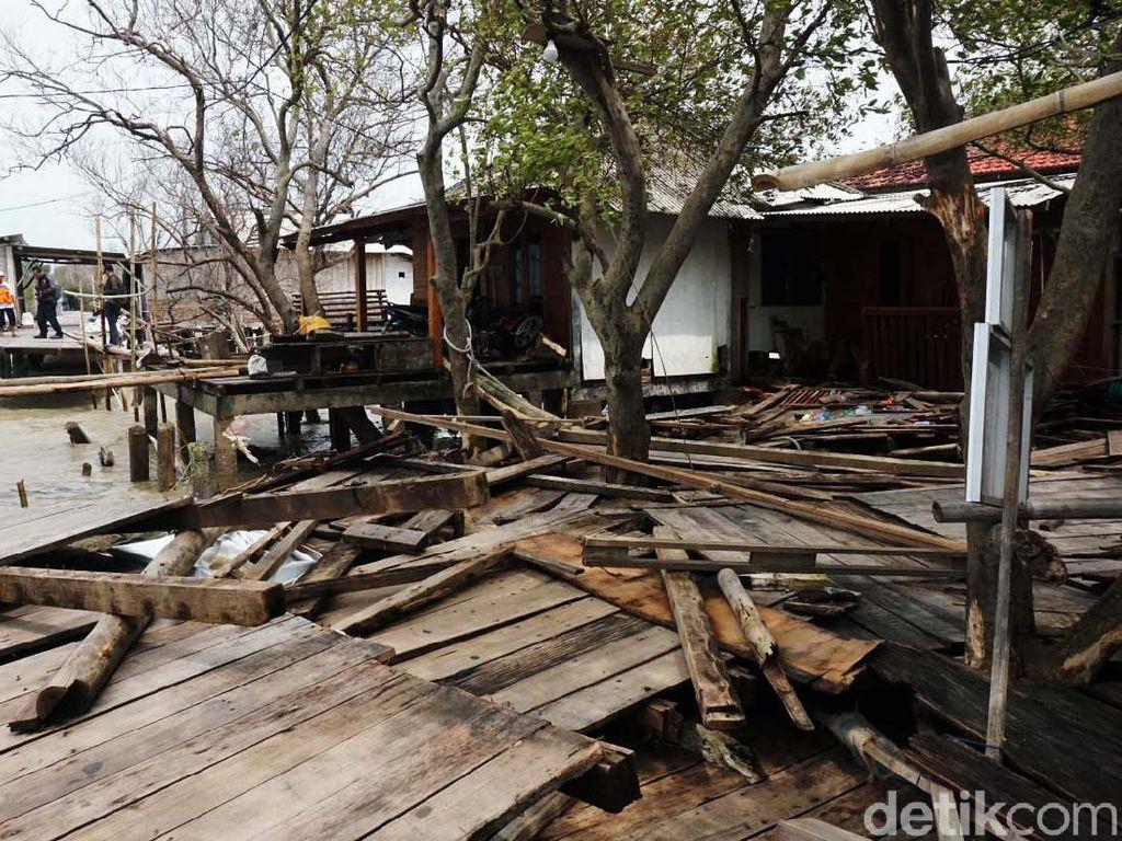 Diterjang Gelombang Tinggi, Puluhan Rumah di Demak Rusak