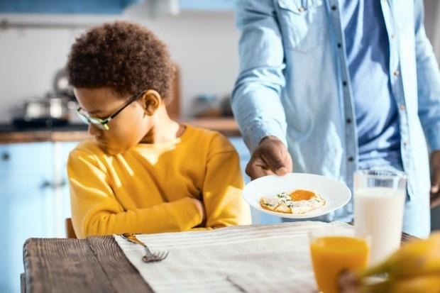Banyak anak merasa bahwa waktu makan adalah waktu yang mengerikan di mana mereka harus duduk dan menghabiskan makanan dengan diperhatikan oleh orang dewasa di sekitarnya.