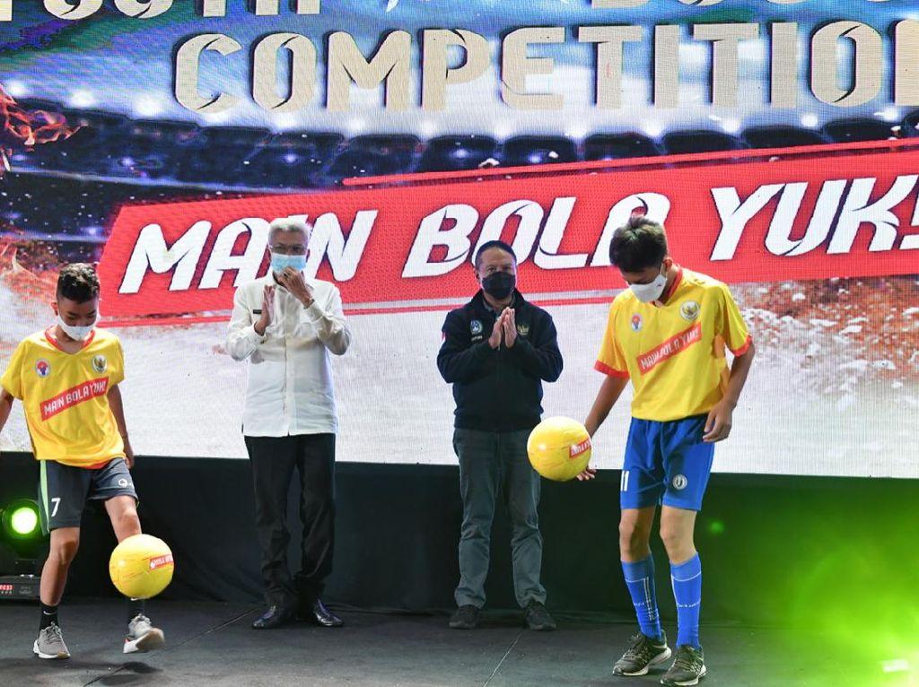 Kemenpora Buka Kompetisi Pencarian Bibit Sepakbola Nasional