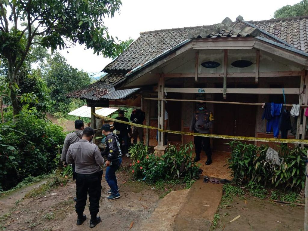 Geger Penemuan Mayat Wanita Kaki Terikat-Mulut Tertutup Lakban di Bandung