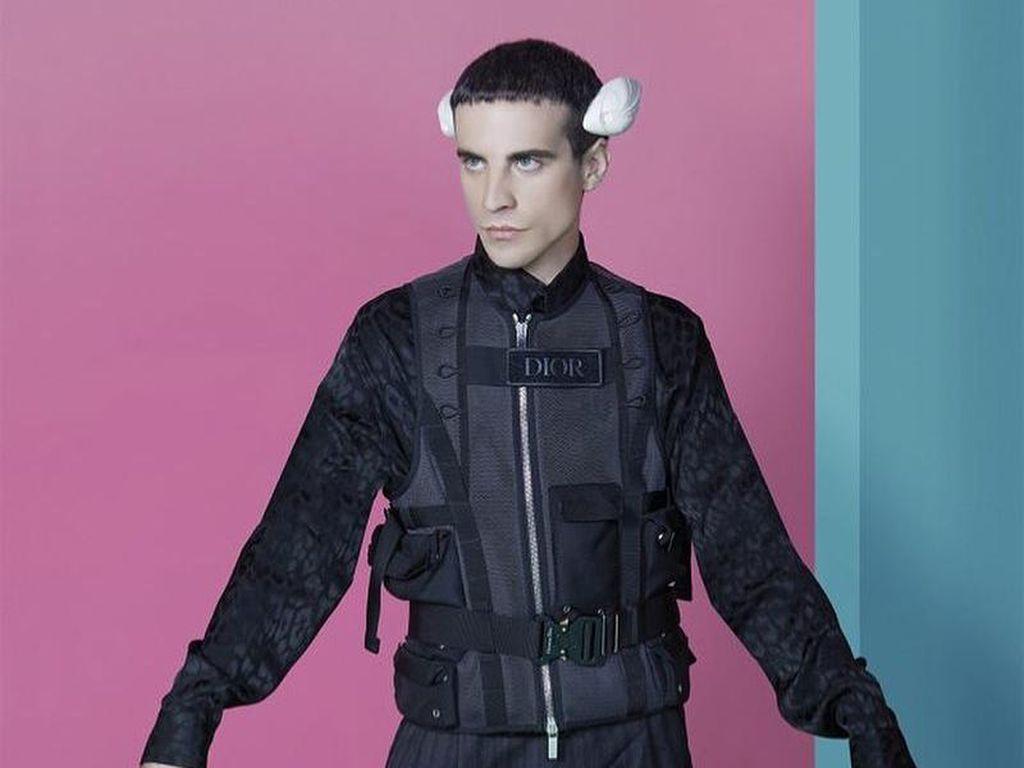 Begini Tampilan Manusia Cyborg dengan 2 Sirip Kepala untuk Mendeteksi Cuaca