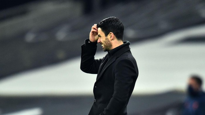 LONDON, ENGLAND - DECEMBER 06: Mikel Arteta, Manager of Arsenal reacts during the Premier League match between Tottenham Hotspur and Arsenal at Tottenham Hotspur Stadium on December 06, 2020 in London, England. A limited number of fans (2000) are welcomed back to stadiums to watch elite football across England. This was following easing of restrictions on spectators in tiers one and two areas only. (Photo by Glyn Kirk - Pool/Getty Images)