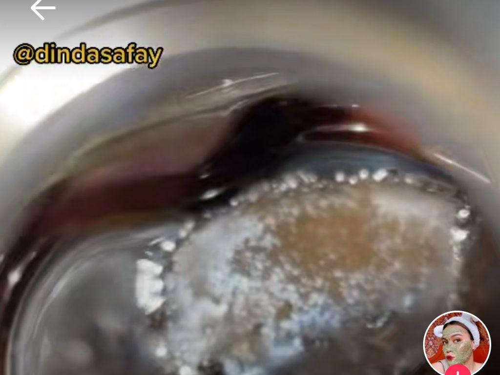 Minum Teh Kemasan yang Sudah Berjamur, Dinda Safay : Mati Gak ya?