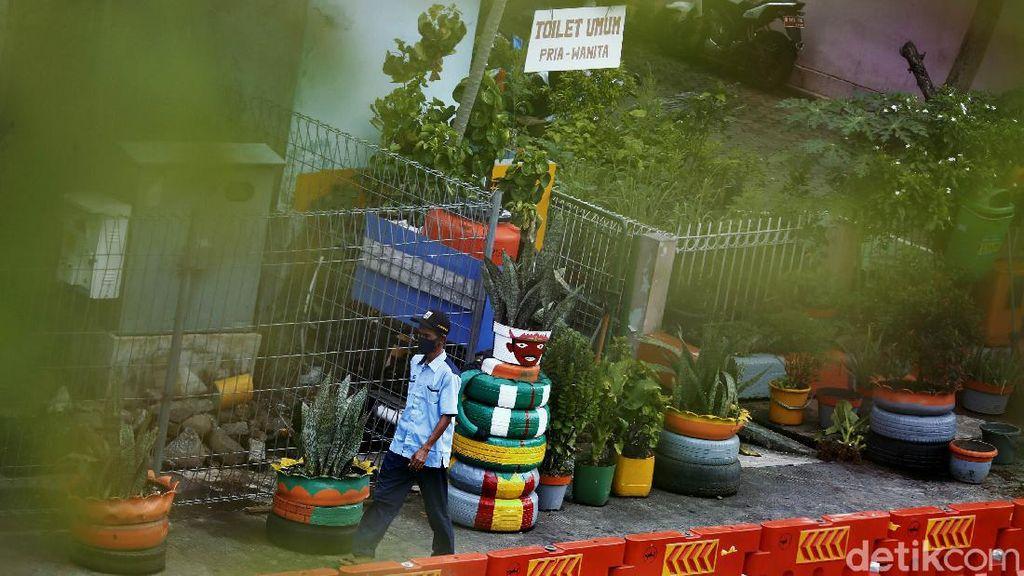 Pedestrian di Kampung Melayu Dihiasi Pot dari Ban Bekas