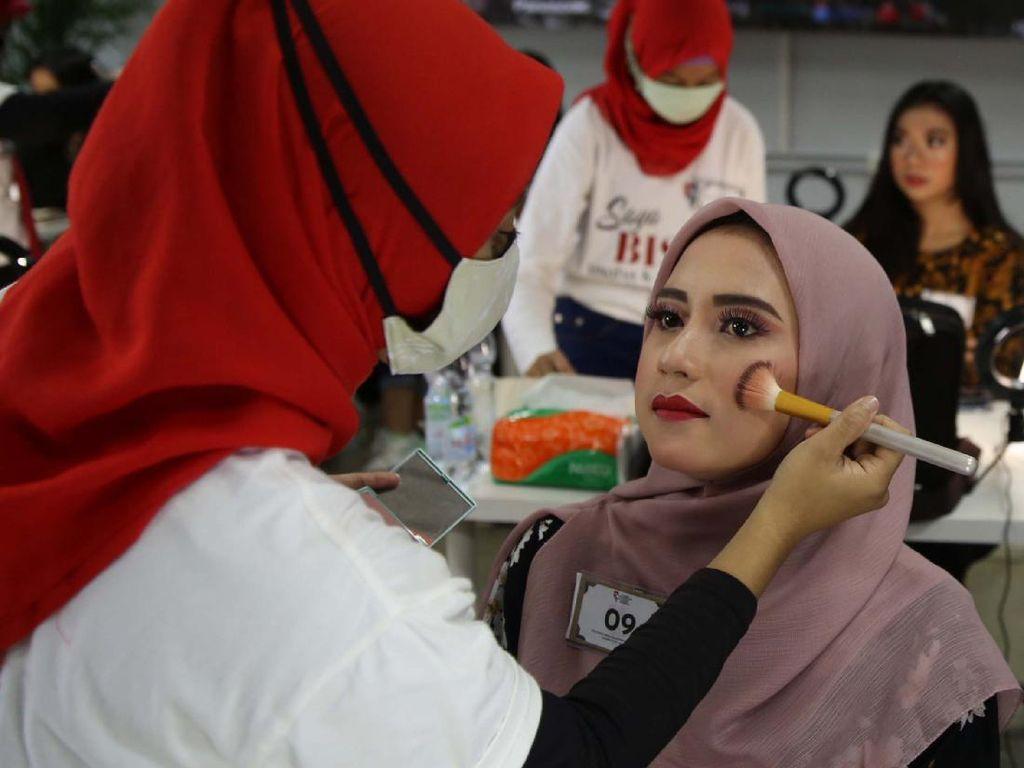 Pelatihan Make Up Artis untuk Disabilitas