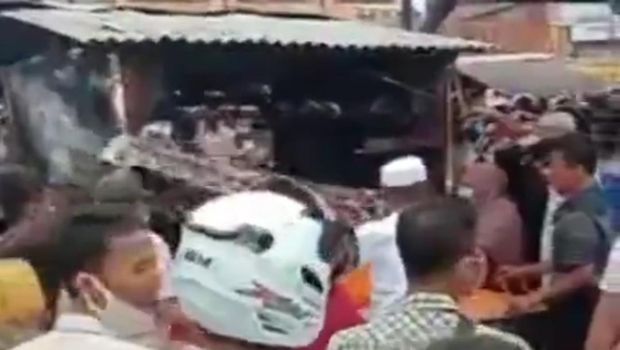 Pria di Dumai tega membakar istrinya hingga tewas (Screenshot video viral)