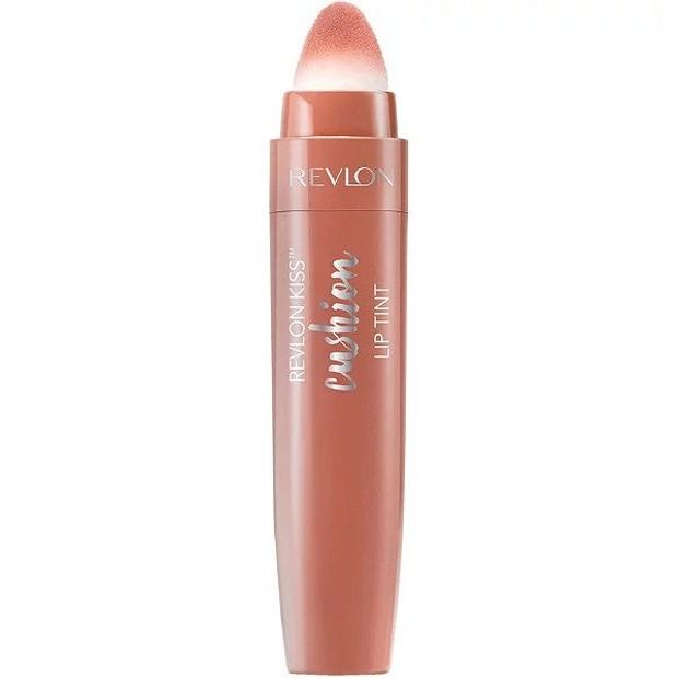 Lip tint yang satu ini memiliki desain yang unik, saat ingin mengaplikasikannya kamu harus putar bagian atasnya untuk mengeluarkan lip tintnya ke aplikator beludru.