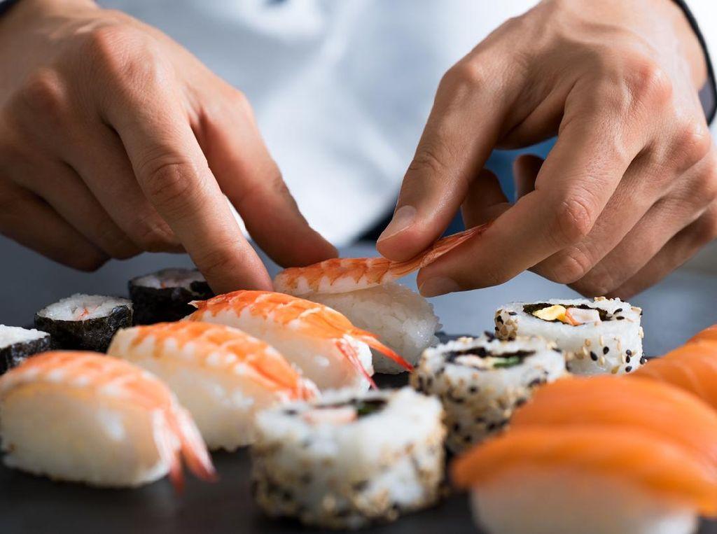 Sebagian Orang Jepang Jijik Makan Sushi yang Diracik Pakai Tangan