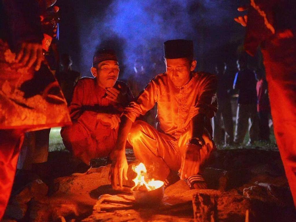 Tari Zapin dan Para Pengendali Api dari Rupat