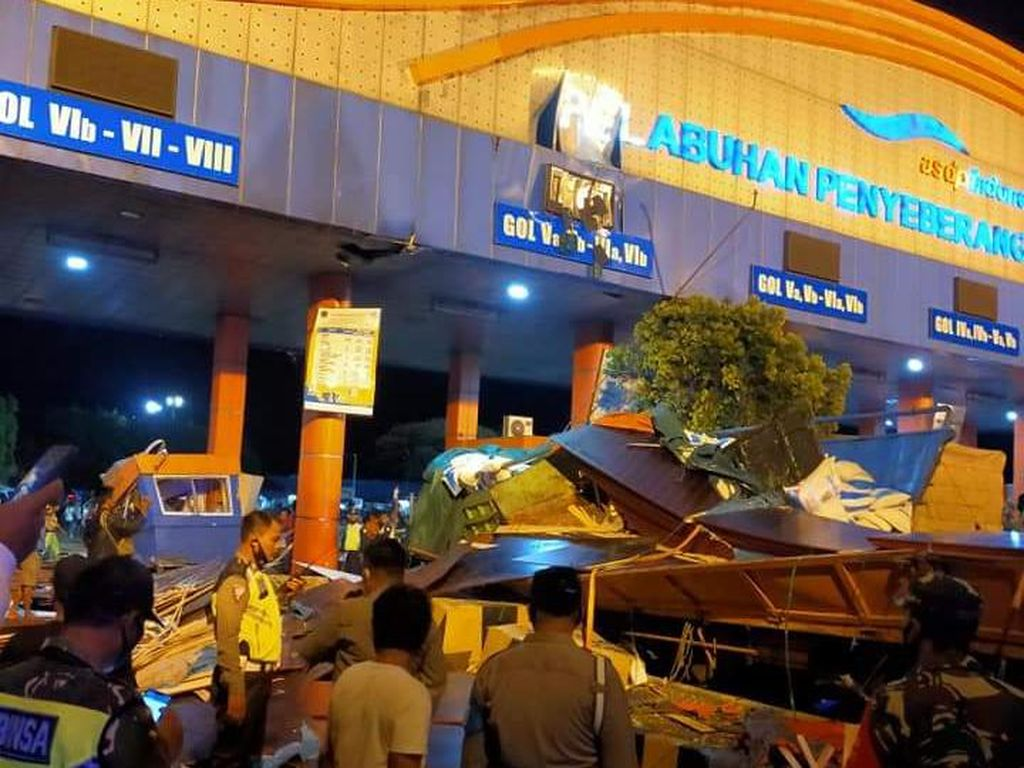 Truk Tabrak Pintu Tol Pelabuhan Bakauheni, 3 Orang Tewas