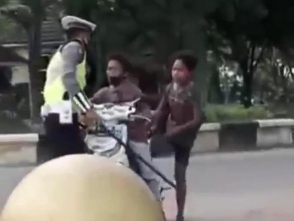 Viral Bocah di Kalsel Mewek-Banting Motor Saat Disetop, Ini Kata Polisi