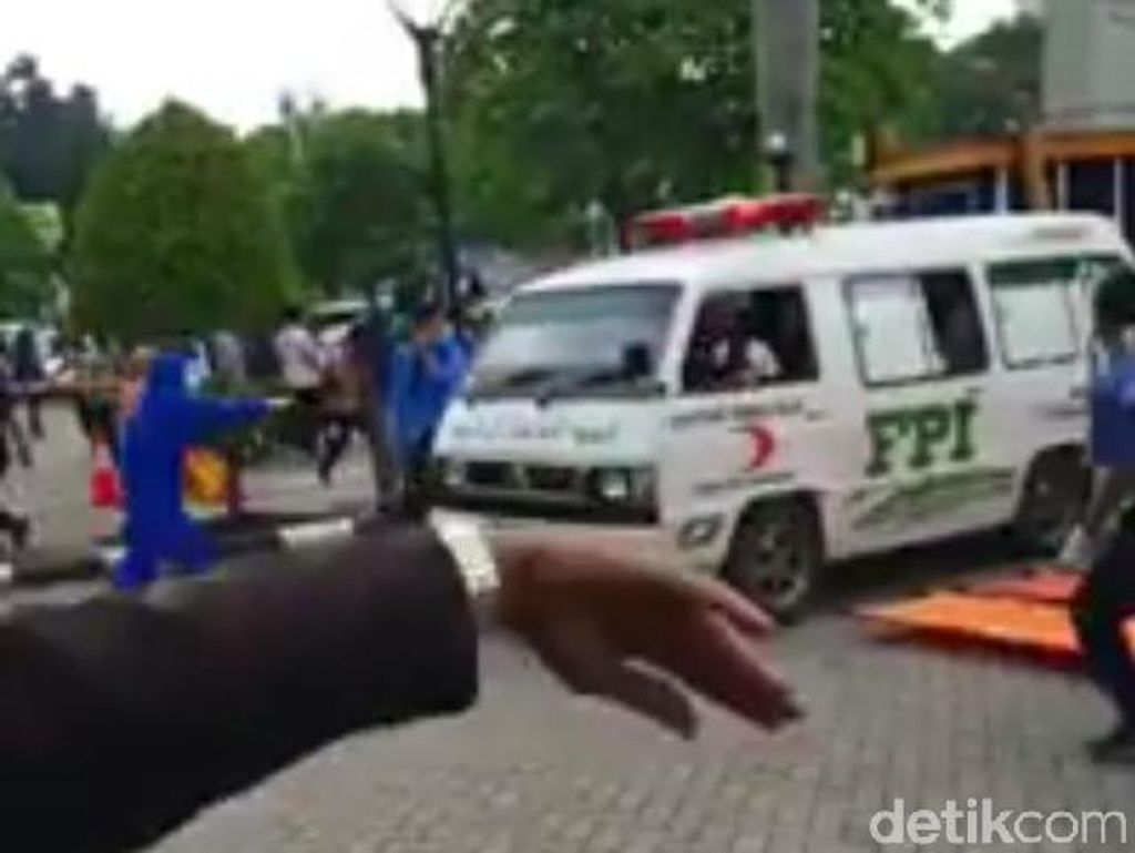 Video Ambulans FPI Masuk RS Saat Ricuh Diviralkan, Ini Faktanya