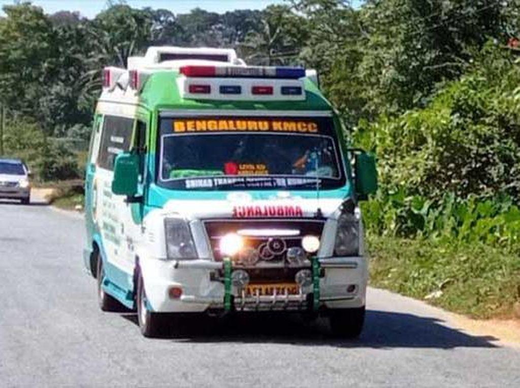 Salut! Warga Buka Jalan buat Ambulans, Jarak 370 Km Ditempuh 4 Jam