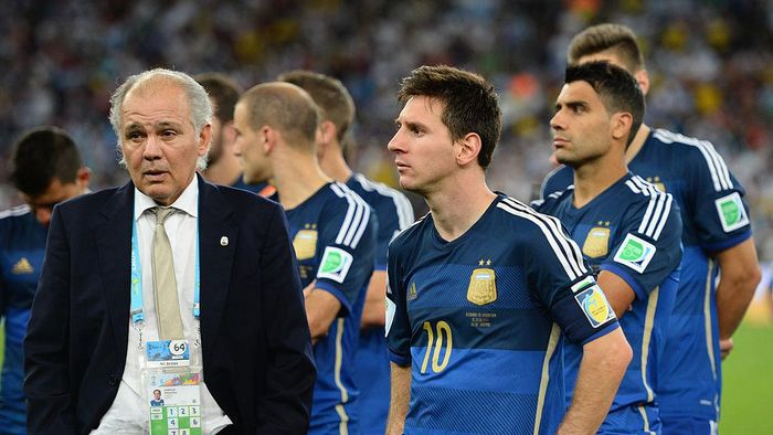 RIO DE JANEIRO, BRAZIL - JULY 13: Head coach Alejandro Sabella of Argentina looks on with Lionel Messi after being defeated by Germany 1-0 in extra time during the 2014 FIFA World Cup Brazil Final match between Germany and Argentina at Maracana on July 13, 2014 in Rio de Janeiro, Brazil.  (Photo by Jamie McDonald/Getty Images)