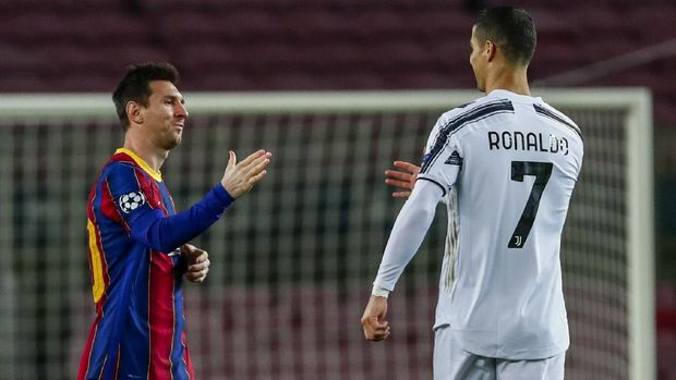 Barcelona's Lionel Messi, left, shakes has with Juventus' Cristiano Ronaldo prior of the start of the Champions League group G soccer match between FC Barcelona and Juventus at the Camp Nou stadium in Barcelona, Spain, Tuesday, Dec. 8, 2020. (AP Photo/Joan Monfort)