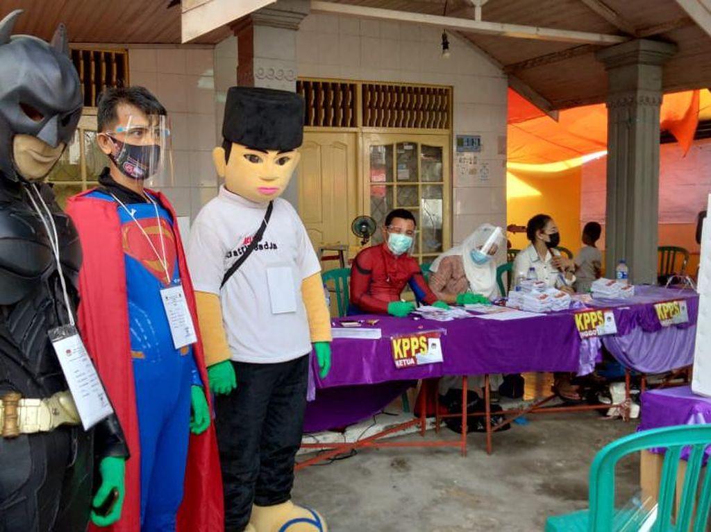 Ajak Warga Tidak Golput, Salah Satu TPS di Banjarmasin Datangkan Superhero