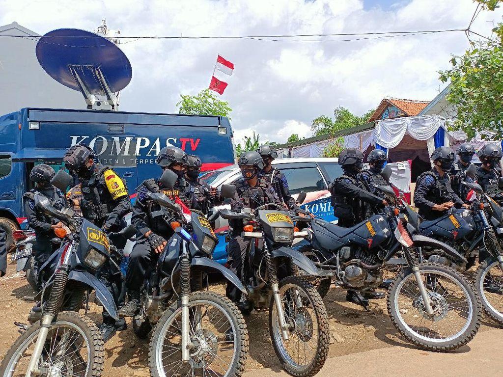 40 Brimob Diturunkan Patroli Pengamanan Pilkada Tangsel di Pondok Aren