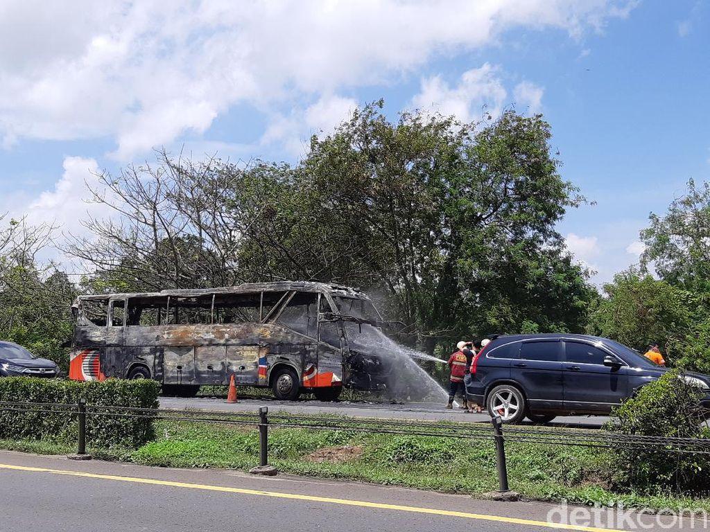 Bus Pariwisata Terbakar di Tol Tangerang-Merak, Lalin Macet 3 Kilometer