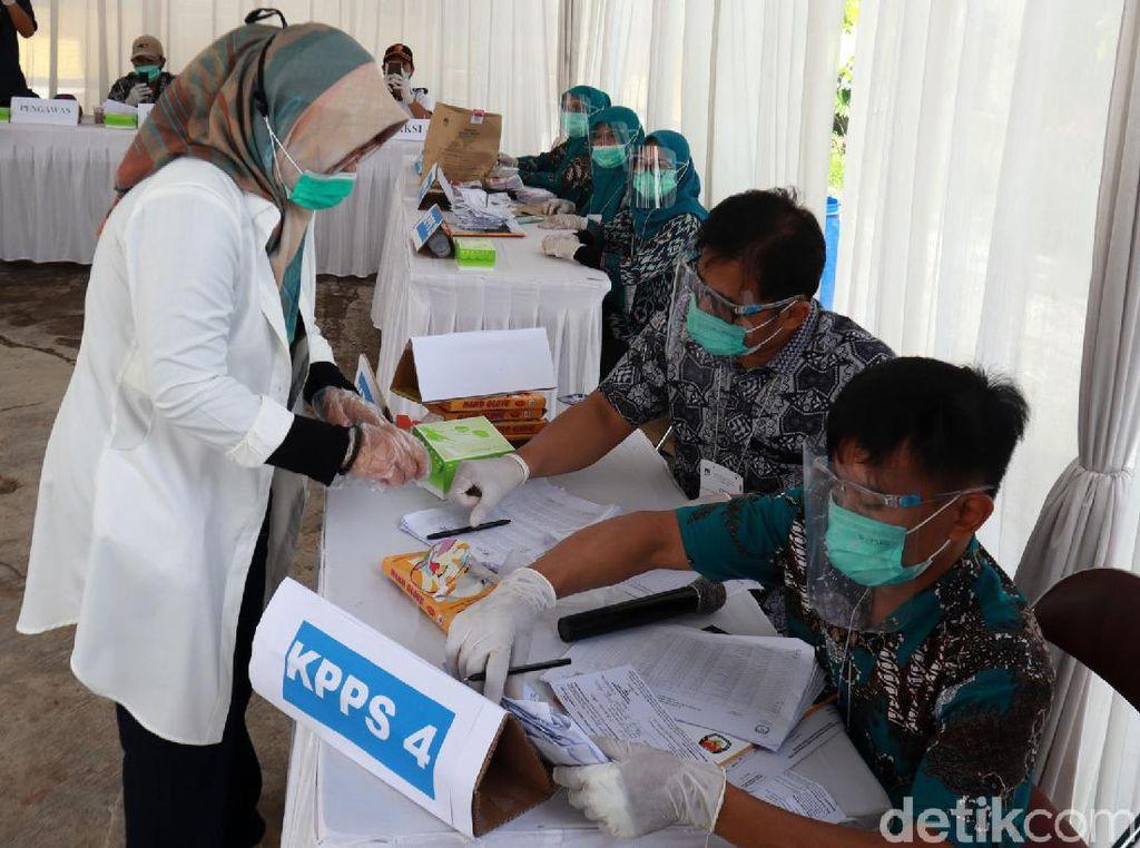 MK Registrasi Gugatan Paslon Cabup Bandung Nia-Usman