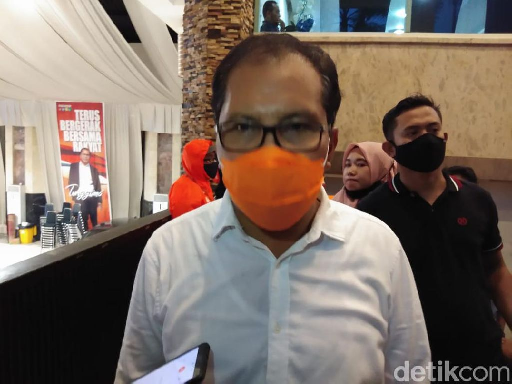Warga Makassar Belum Divaksinasi Tak Bisa Salat di Dalam Masjid?