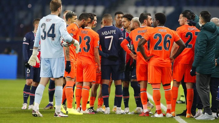 Players of Paris Saint Germain and Istanbul Basaksehir leave the pitch, after an argument between the Turkish players and the fourth referee during the Champions League group H soccer match between Paris Saint Germain and Istanbul Basaksehir at the Parc des Princes stadium in Paris, Tuesday Dec. 8 , 2020. (AP Photo/Francois Mori)