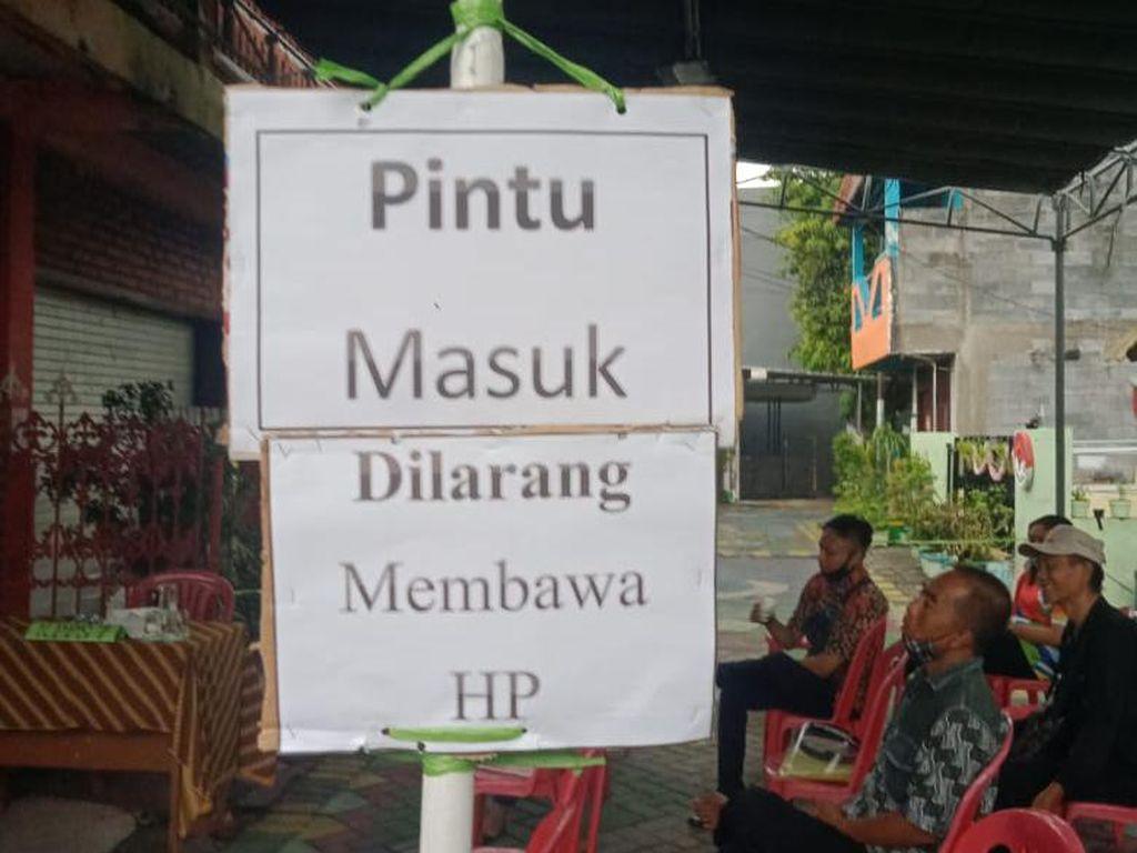 Bawaslu Surabaya Ingatkan Pemilih Agar Tak Membawa HP ke Bilik Suara