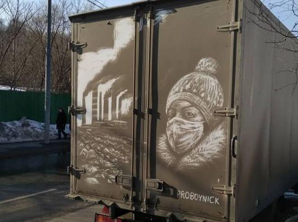 Mobil Kotor Berdebu Malah Jadi Kanvas Lukisan, Hasilnya Bikin Takjub