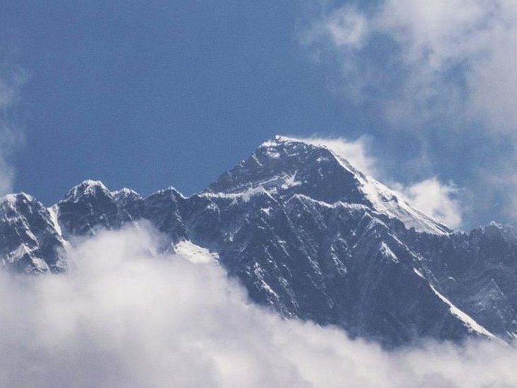 Gunung Everest Tiba-tiba Lebih Tinggi, Kok Bisa?