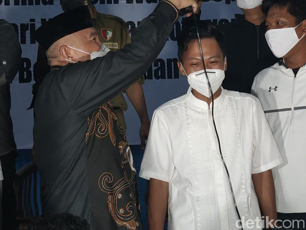 Unggul di QC Pilwalkot Depok, Idris Cukur Relawan Saat Deklarasi Kemenangan