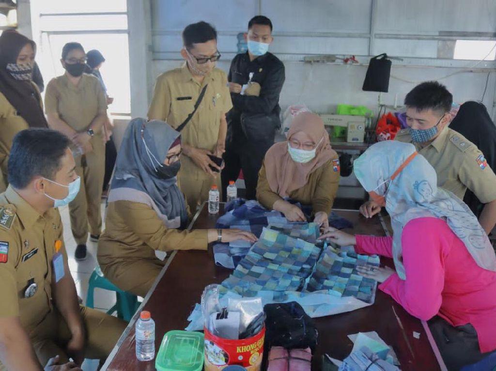 Terdampak Pandemi, Ibu-ibu di Bogor Cari Cuan dari Kain Perca