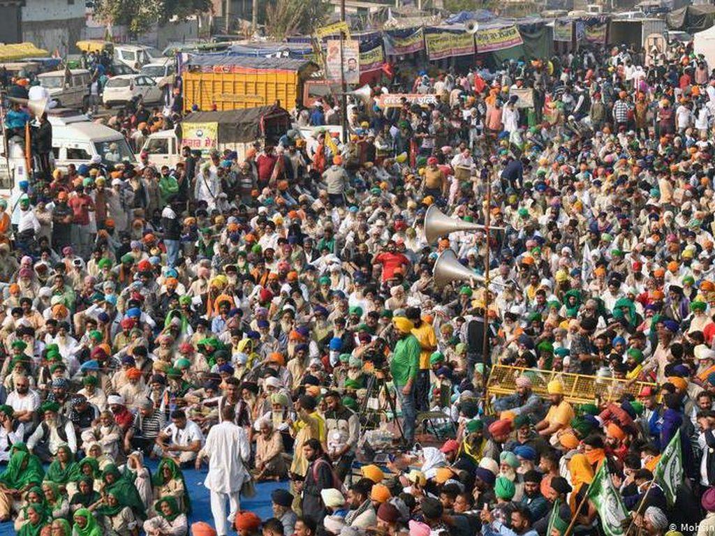 Traktor Ramaikan Aksi Protes Ribuan Petani di India