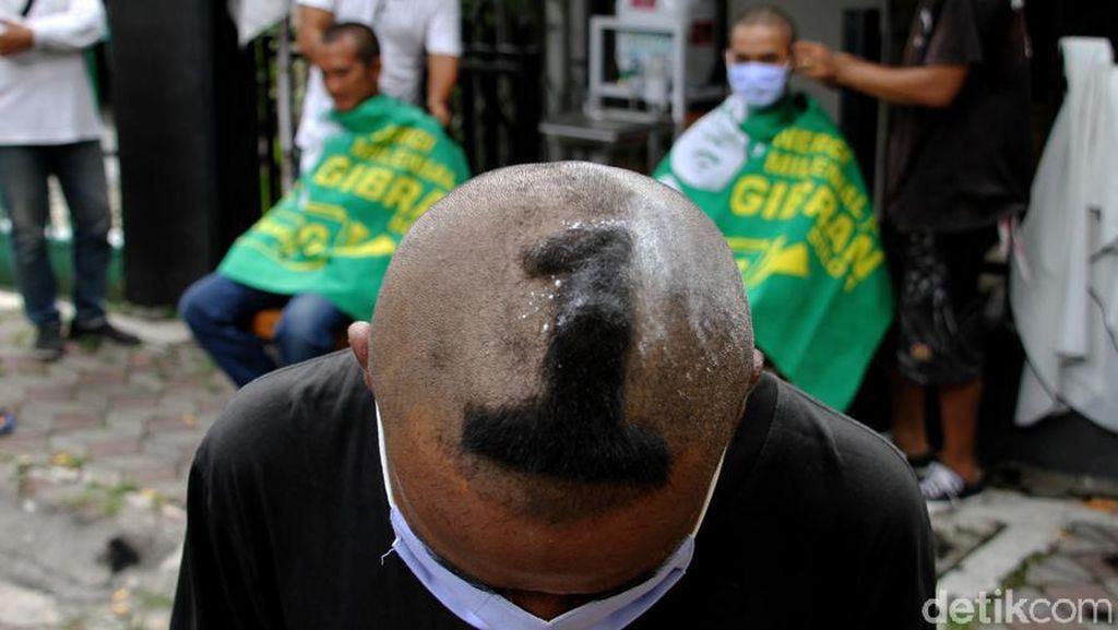 Simpatisan Gibran Cukur Rambut Massal Sambut Kemenangan